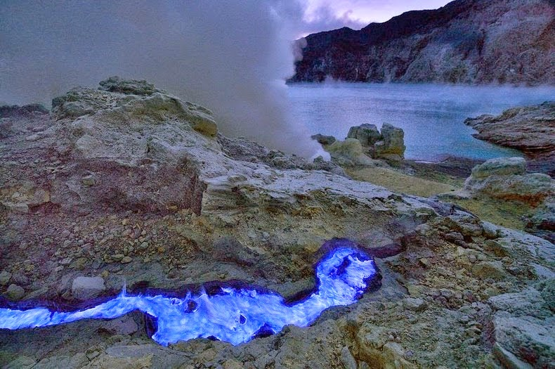 Kawah-Ijen-–-The-Volcano-that-Spews-Blue-Lava-9